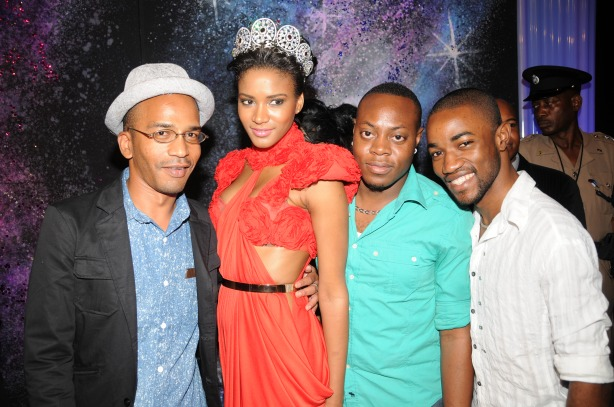 Naturally, when Leila Lopes stepped out looking *wipes sweat and sings 'Bless the Lord'* Omar Tomlinson (left) and Chieftin Campbell (second right), my former co-workers, had to get in on the photo-ops. Yes we all still love Leila.